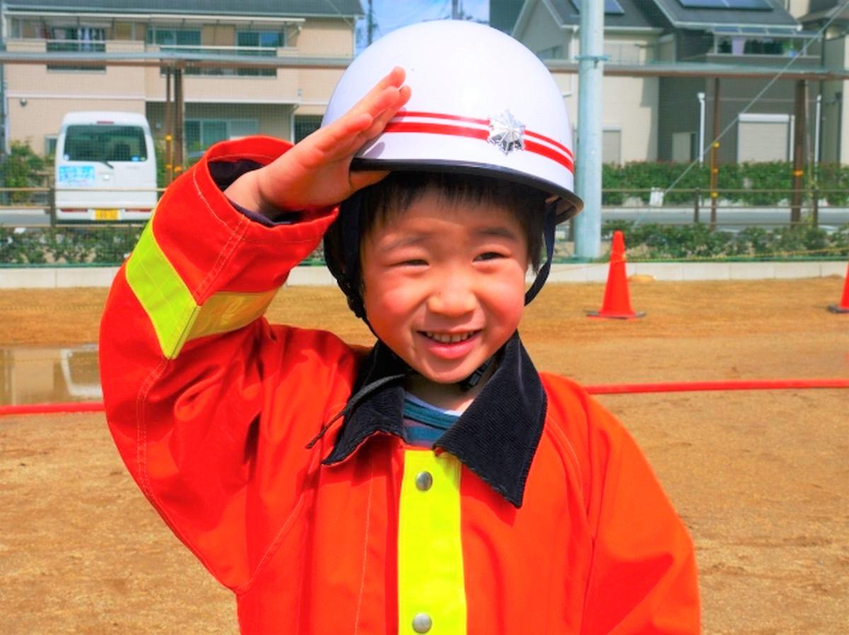 防災訓練に参加する子ども