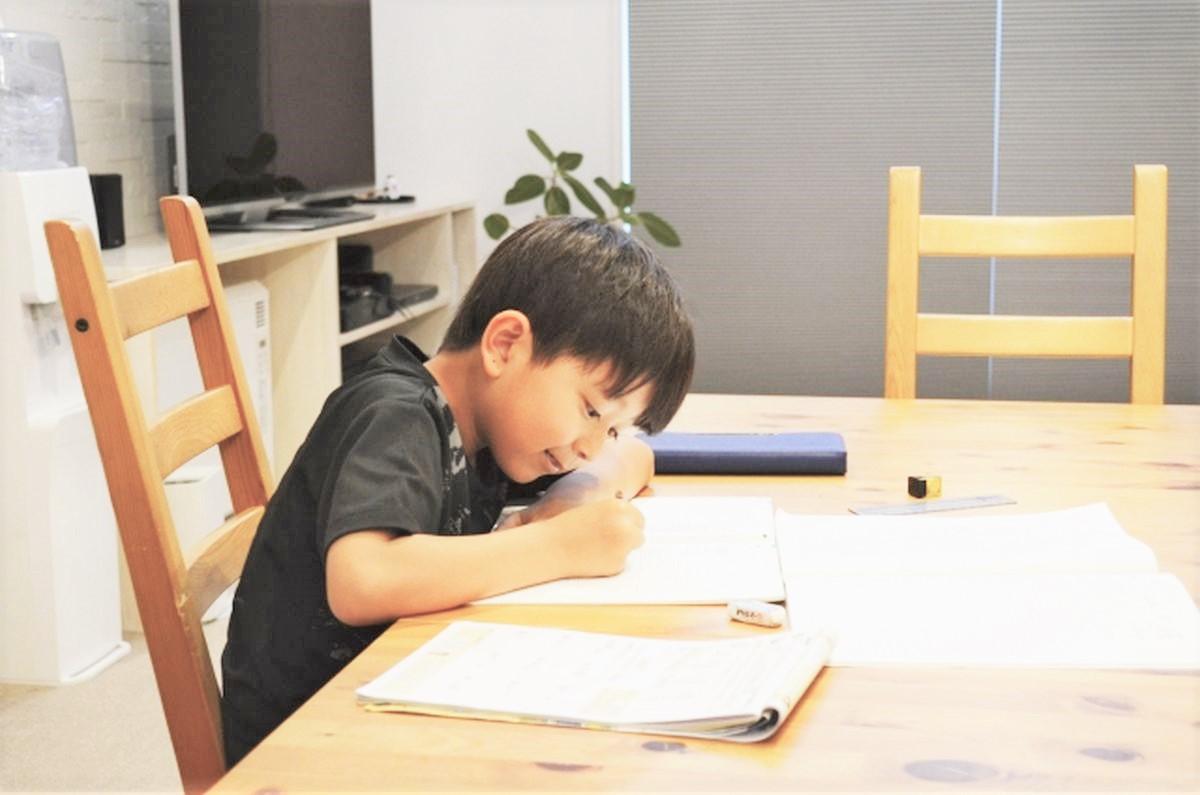 家で勉強している塾生の様子