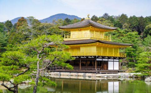 歴史の象徴、金閣寺