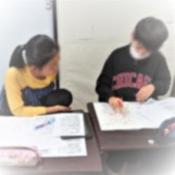 学年が違う二人が教え合う授業