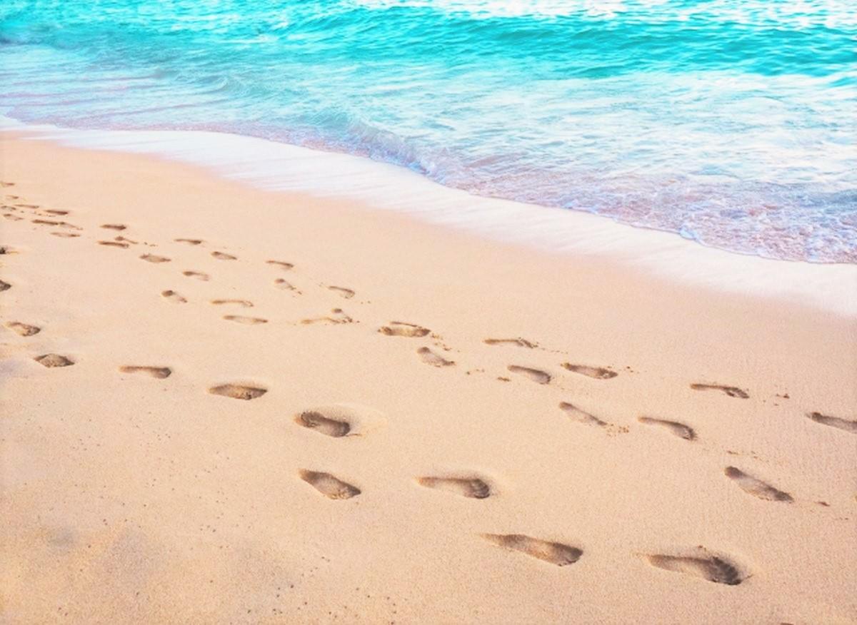 足跡とワイキキビーチ