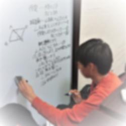 ガリレオの湯浅先生みたいに突然壁に証明を書き出す少年