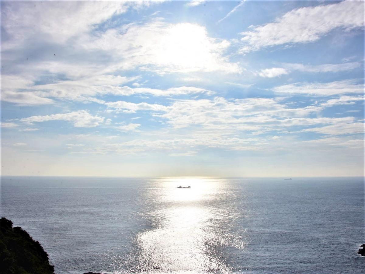 海と太陽と船