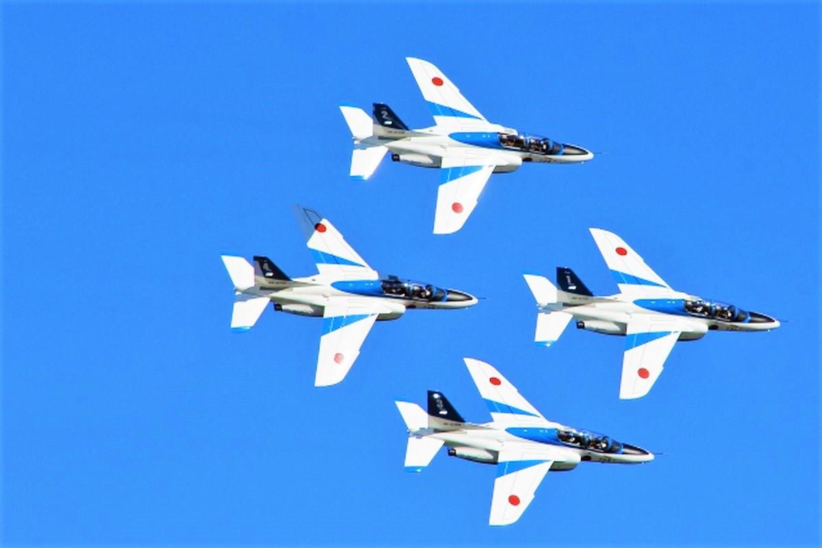 ブルーインパルスの編隊飛行