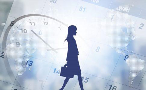 人とカレンダーと時計