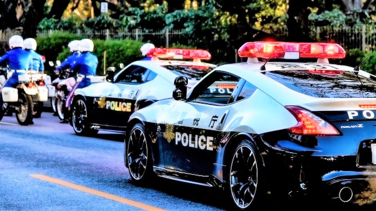警察車両(パトカーと白バイ)の緊急走行