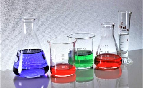 化学実験で使うフラスコ
