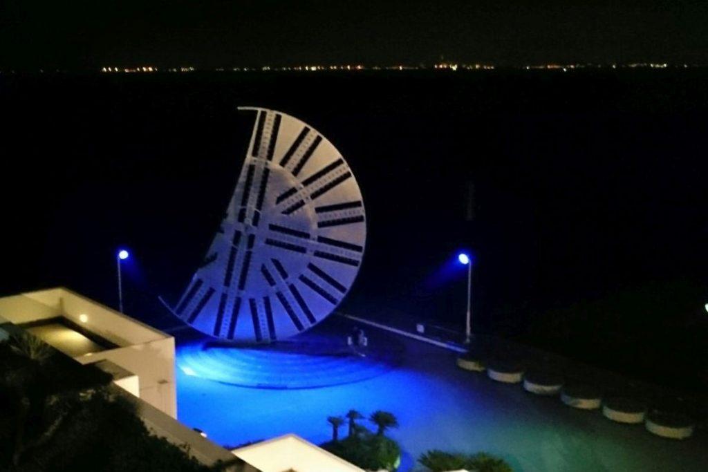 海ほたるの夜のシールドマシンライトアップ
